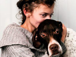 Annie med sin hund