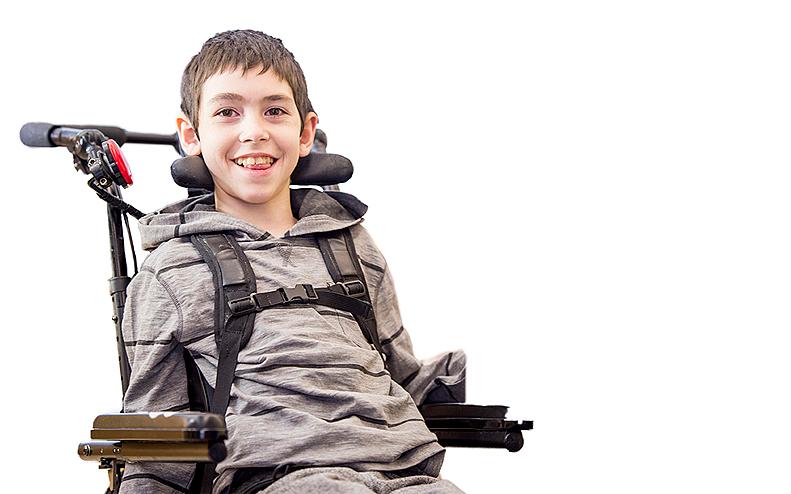 Funktionshindrad pojke i rullstol