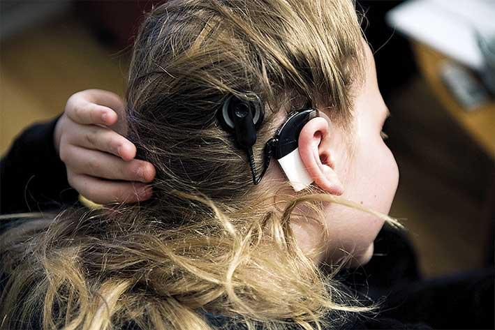 Max Rosling med cochleaimplantat