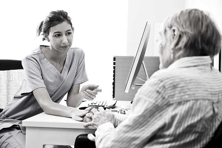 Läkare och patient i samtal