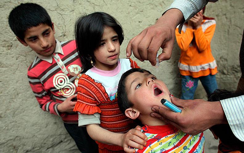 Barn får medicin